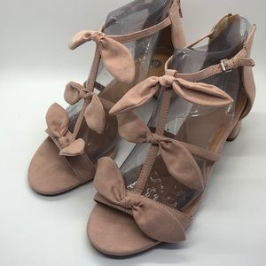Dress Barn Pink bow sandals. Size 7